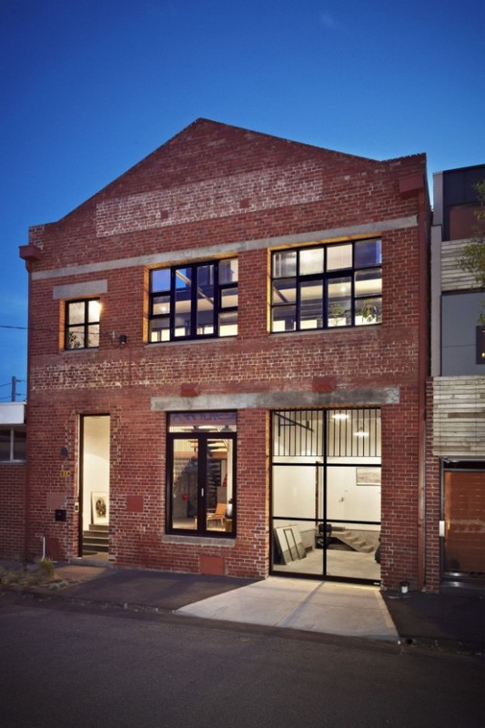 trendhome-warehouse-turned-into-2-lofts-melbourne-01-600x900.jpg