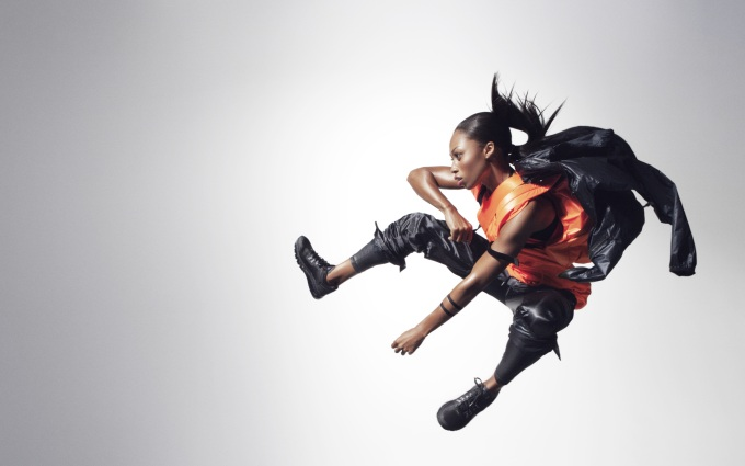 2-Allyson_Felix-Black_and_Orange_15628.jpg