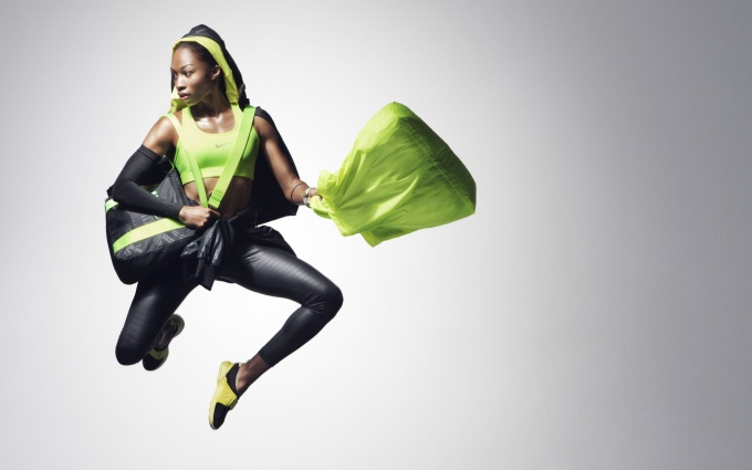 9-Allyson_Felix-Black_and_Yellow_Look_15634.jpg