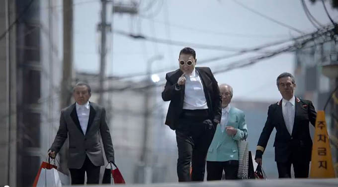 PSY - GENTLEMAN MV - YouTube - Windows Internet Explorer_2013-04-14_00-32-41.jpg