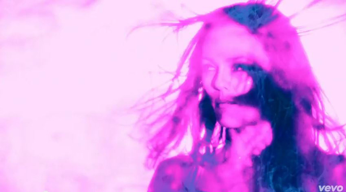 Vanessa Paradis - Love Song - YouTube - Windows Internet Explorer_2013-04-29_01-44-18.jpg