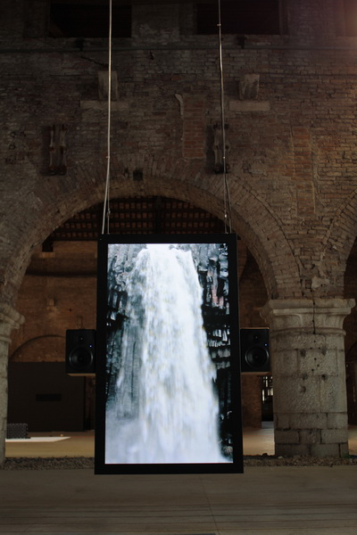 Audiovisual-Installation-of-Waterfalls2.jpg