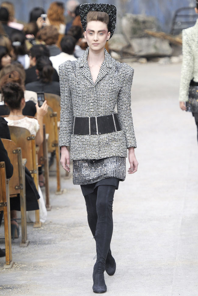 chanel-haute-couture-fall-30.jpg