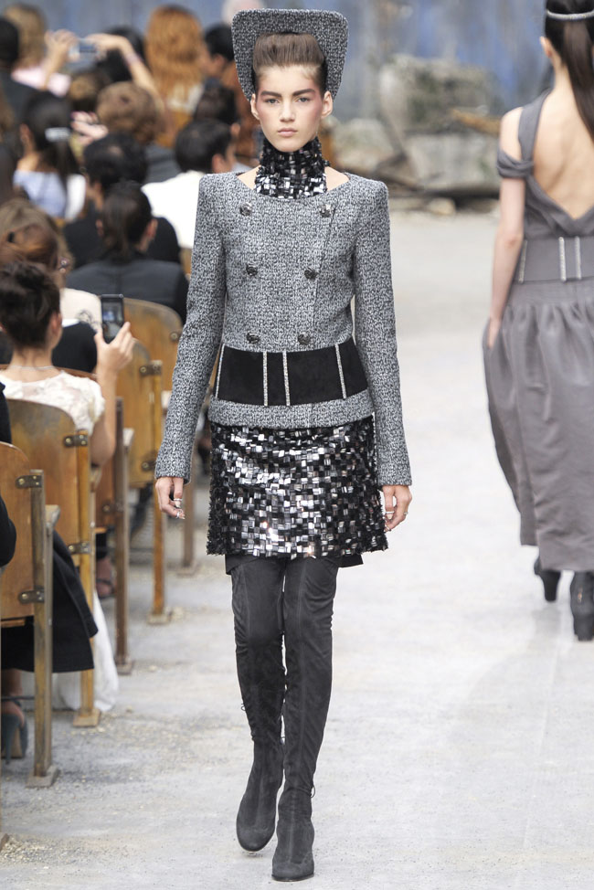 chanel-haute-couture-fall-32.jpg