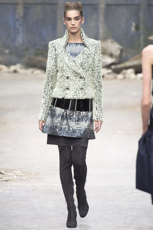 chanel-haute-couture-fall-37.jpg