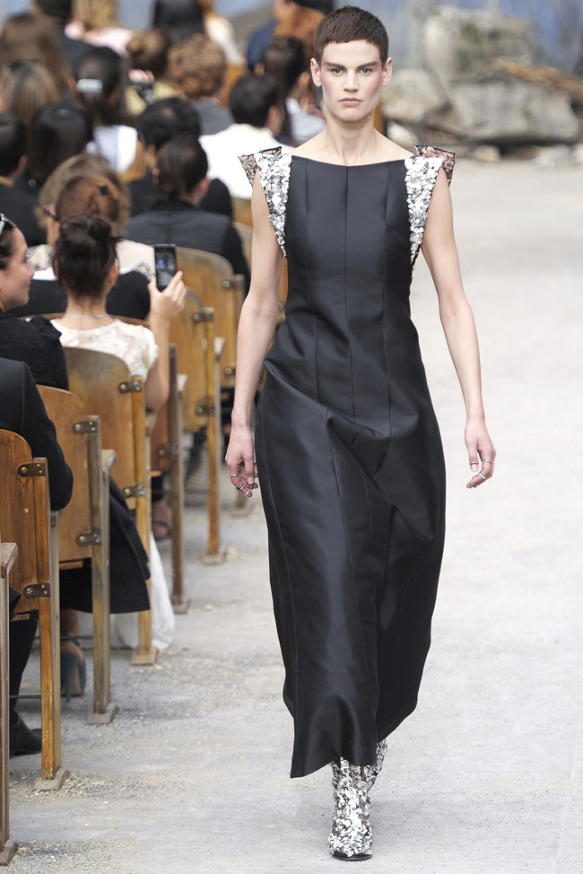 chanel-haute-couture-fall-40.jpg
