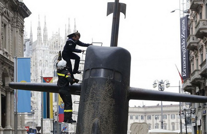 Submarine-in-Milan-640x415.jpg