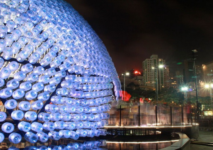 Lantern-Pavilion-made-from-Recycled-Water-Bottles-640x456.jpg