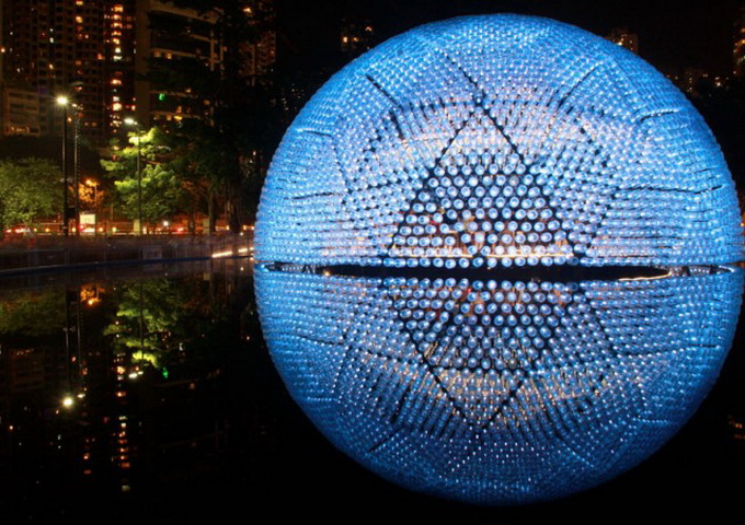 Lantern-Pavilion-made-from-Recycled-Water-Bottles-640x460.jpg