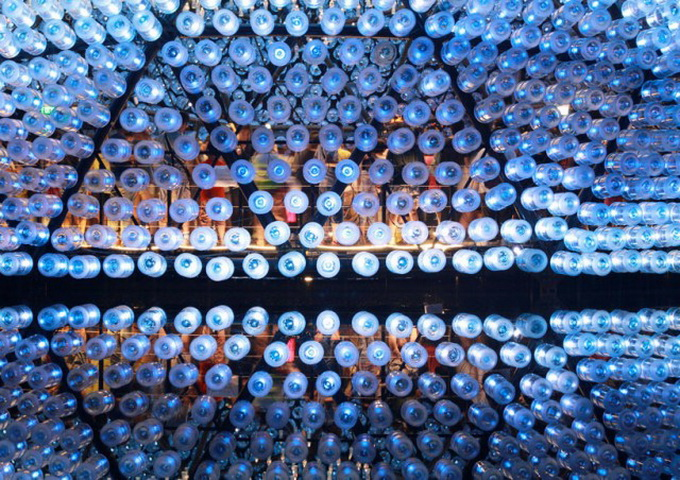 Lantern-Pavilion-made-from-Recycled-Water-Bottles-640x461.jpg