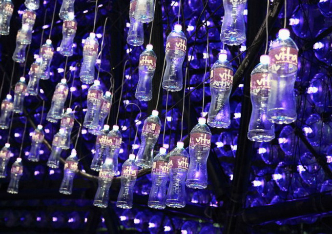 Lantern-Pavilion-made-from-Recycled-Water-Bottles-640x462.jpg