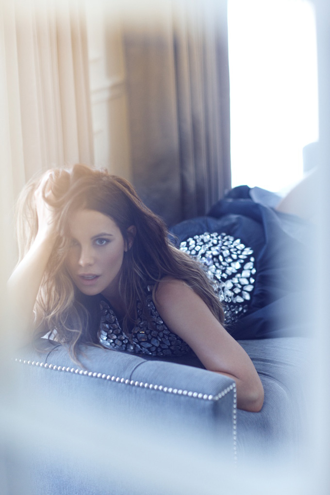 800x1200xkate-beckinsale6_jpg_pagespeed_ic_0iFDU7wYgq.jpg