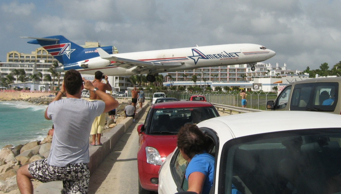 aviasales_sxm_airport_spotting.jpg