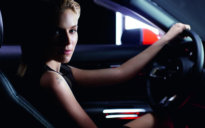 sienna-miller-ford-mustang1_jpg_pagespeed_ce_5RQOfXncgJ.jpg