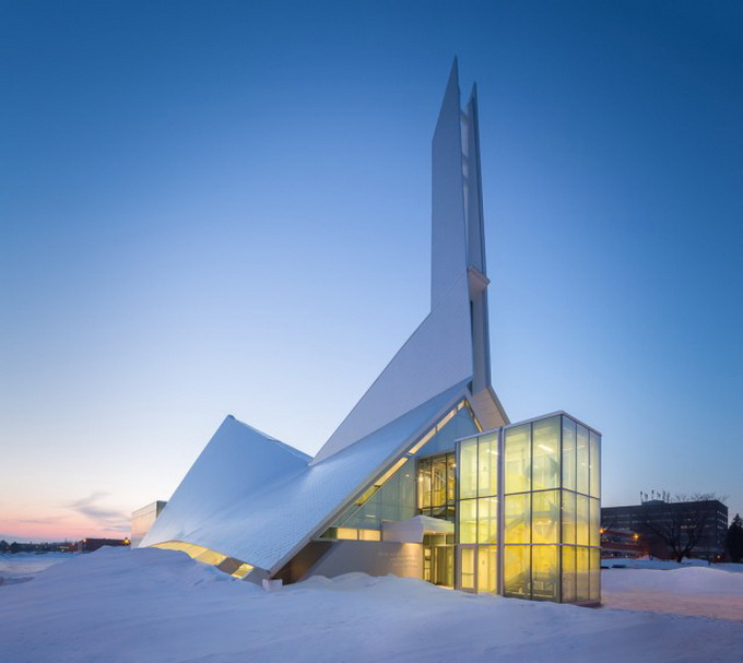 Church-Converted-in-Library-in-Quebec1a-640x571.jpg