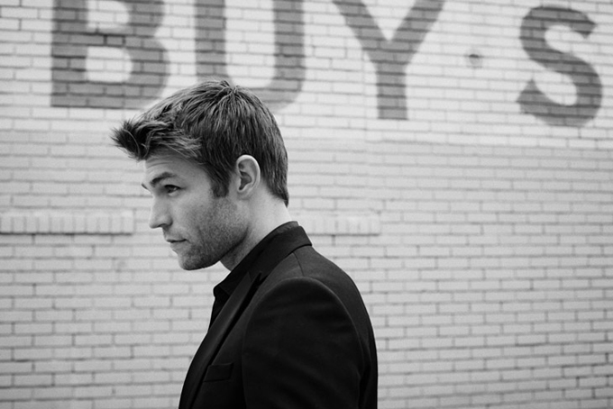 Liam-McIntyre-LUomo-Vogue-Eric-Gullemain-02.jpg