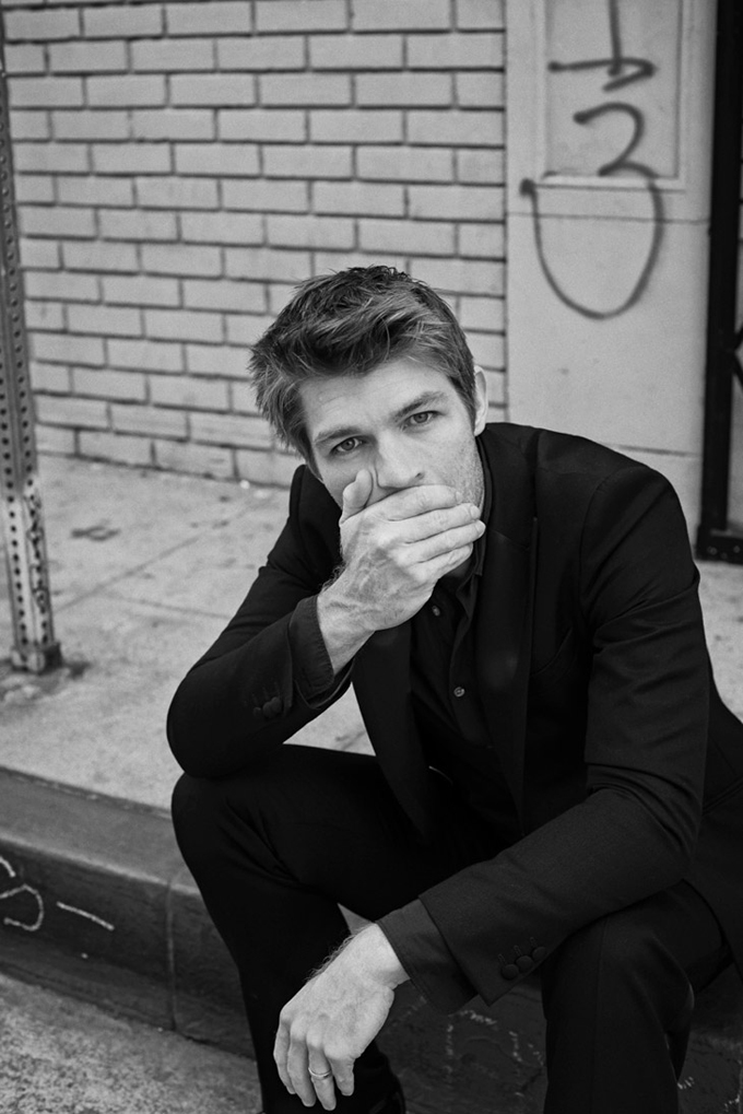 Liam-McIntyre-LUomo-Vogue-Eric-Gullemain-05.jpg