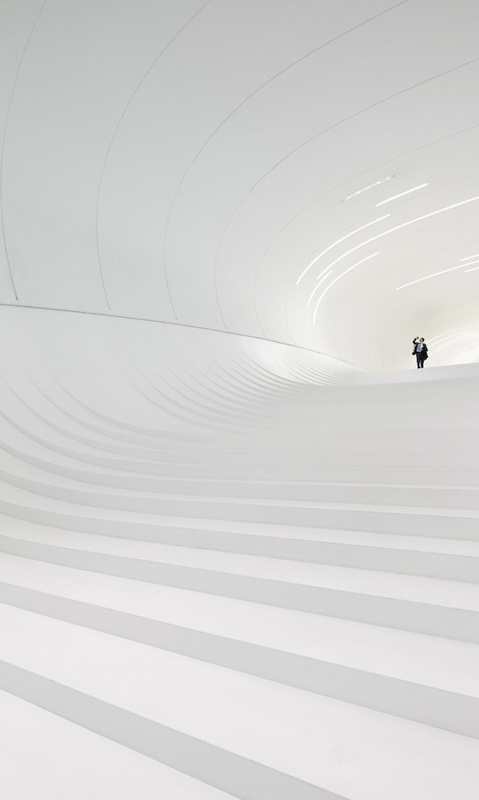10-heydar-aliyev-center-by-zaha-hadid-architects-photo-by-Hufton-and-Cro.jpg