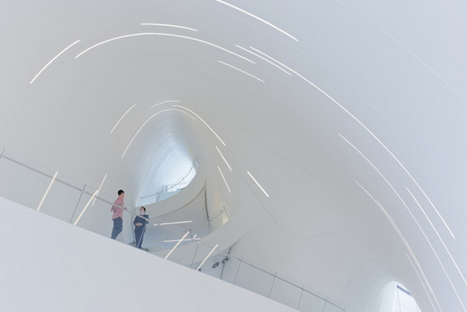 7-heydar-aliyev-center-by-zaha-hadid-architects-photo-by-Hufton-and-Cro.jpg