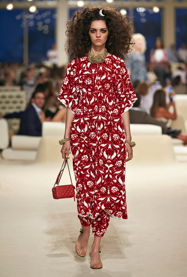 chanel-cruise-2015-show-photos-10.jpg
