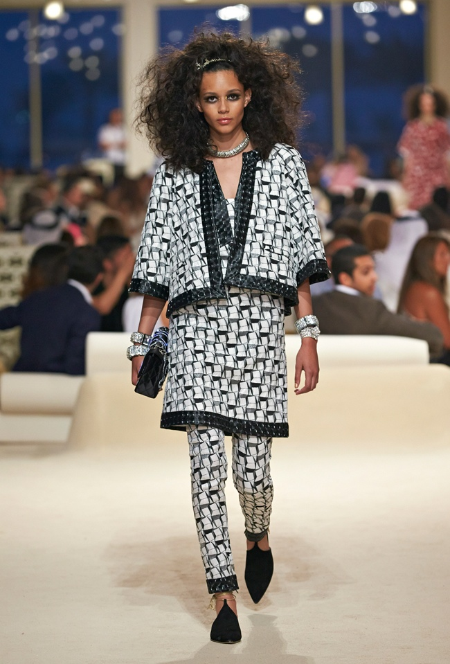 chanel-cruise-2015-show-photos-7.jpg