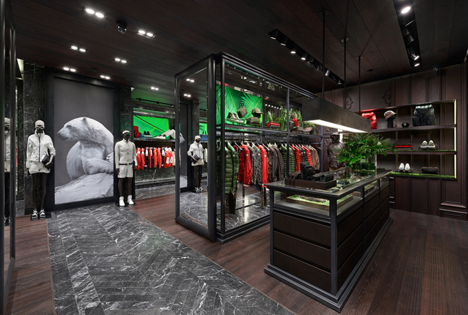 Moncler-Boutique-Moscow-01.jpg