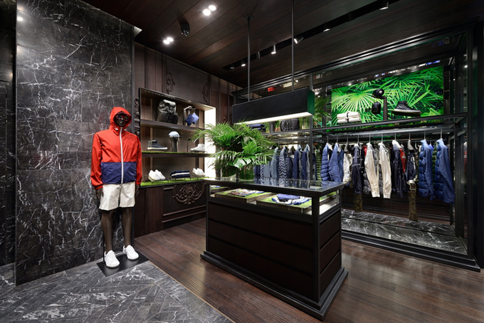 Moncler-Boutique-Moscow-02.jpg