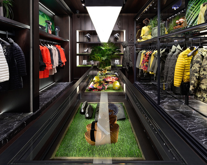 Moncler-Boutique-Moscow-03.jpg