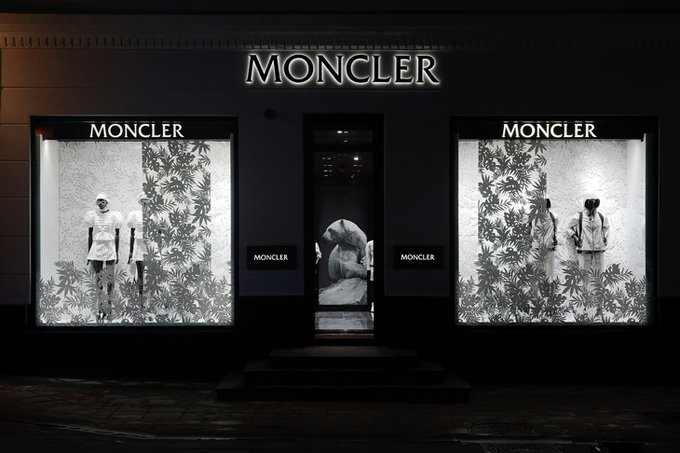 Moncler-Boutique-Moscow-04.jpg