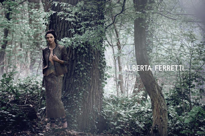 Mariacarla-Boscono-Alberta-Ferretti-Fall-Winter-2014-01.jpg