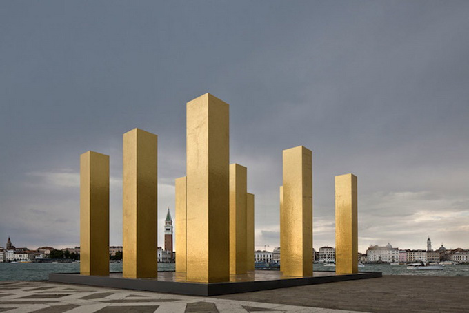 Gold-Columns-at-The-Venice-Biennale-_4.jpg
