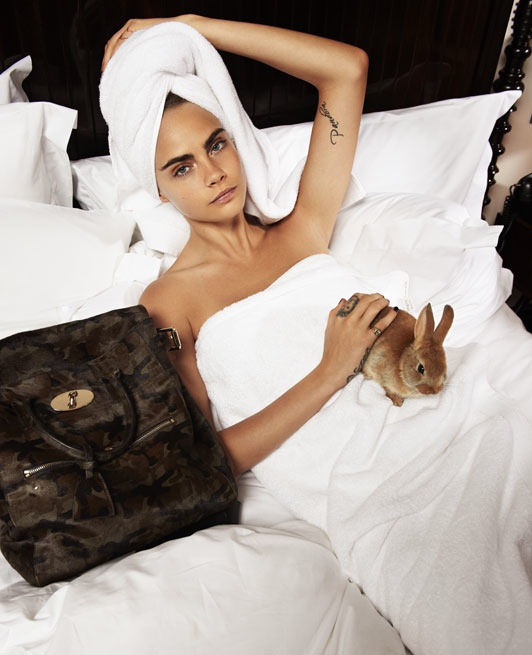 cara-delevingne-bed-photos3.jpg