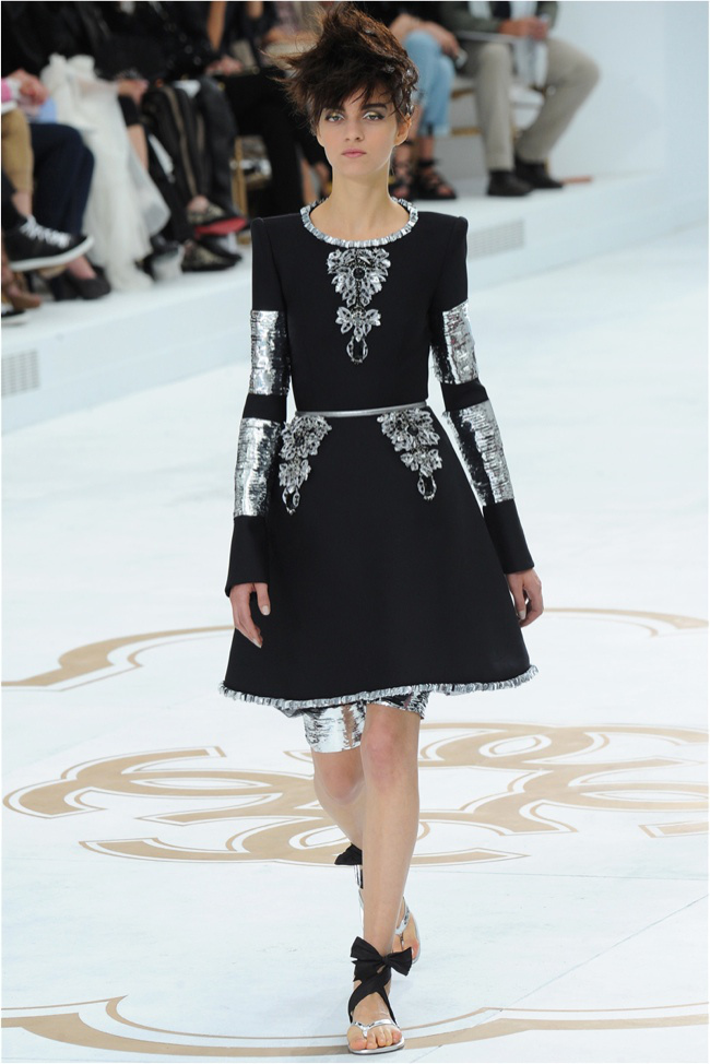 chanel-haute-couture-2014-fall-show43.jpg