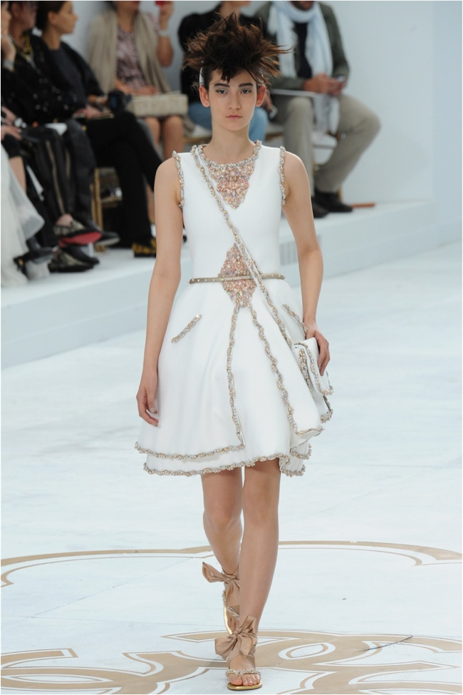 chanel-haute-couture-2014-fall-show52.jpg