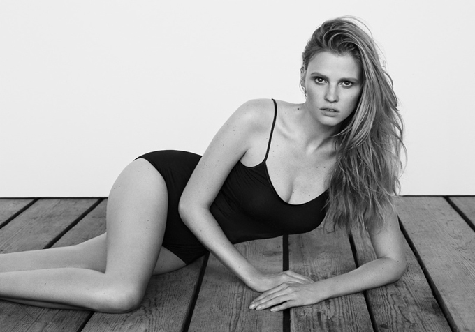 lara-stone-body-shoot1.jpg