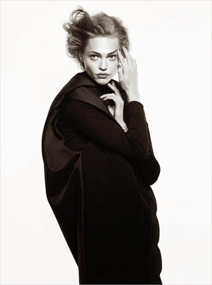 Sasha-Pivovarova-Vogue-Paris-David-Sims-09.jpg