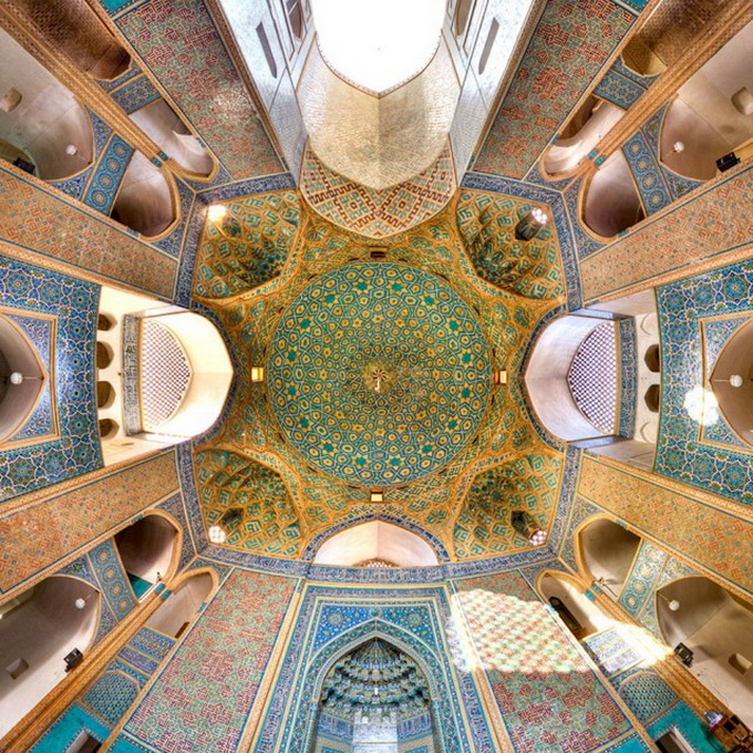 Incredible-and-Colorful-Mosque-1-640x629.jpg