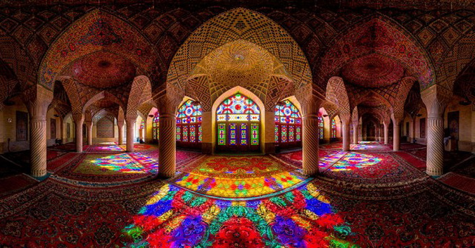 Incredible-and-Colorful-Mosque-1-640x630.jpg