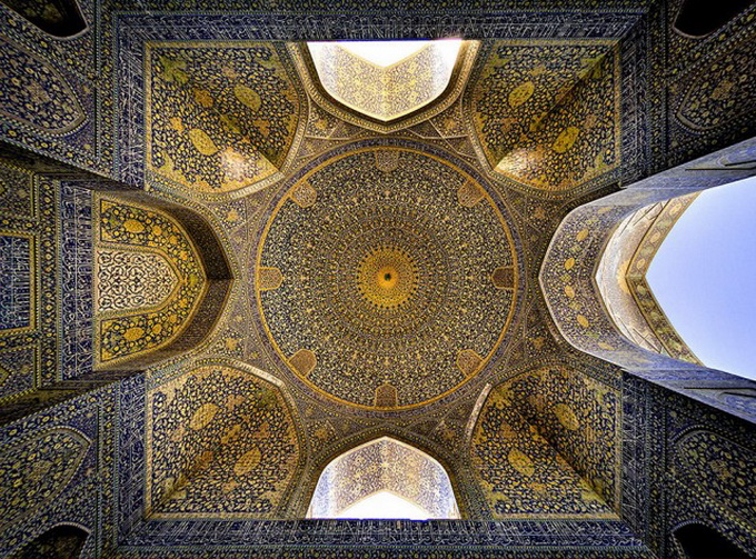Incredible-and-Colorful-Mosque-1-640x631.jpg