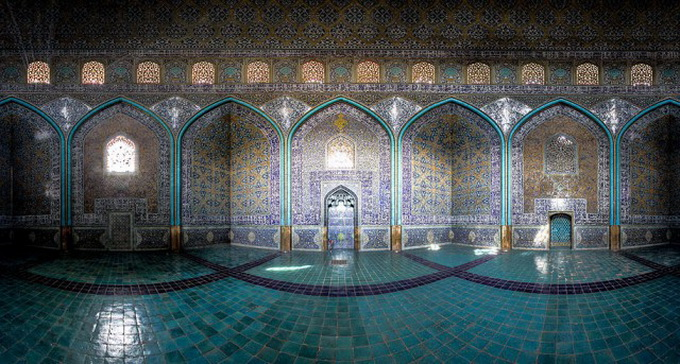 Incredible-and-Colorful-Mosque-1-640x632.jpg
