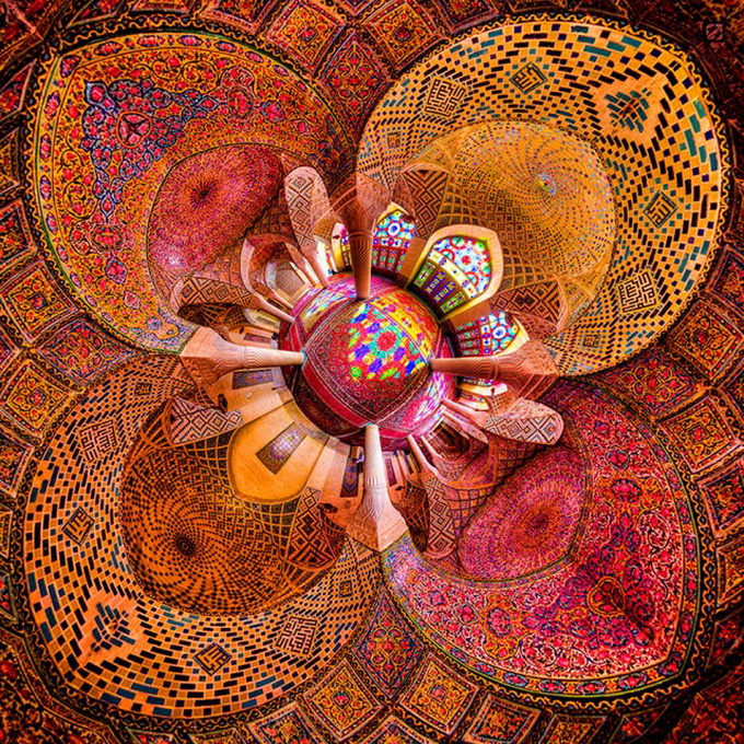 Incredible-and-Colorful-Mosque-1-640x636.jpg