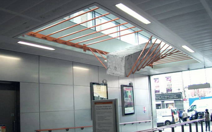Elasticity-Installation-in-Dalston-Junction-Station1-640x_5.jpg