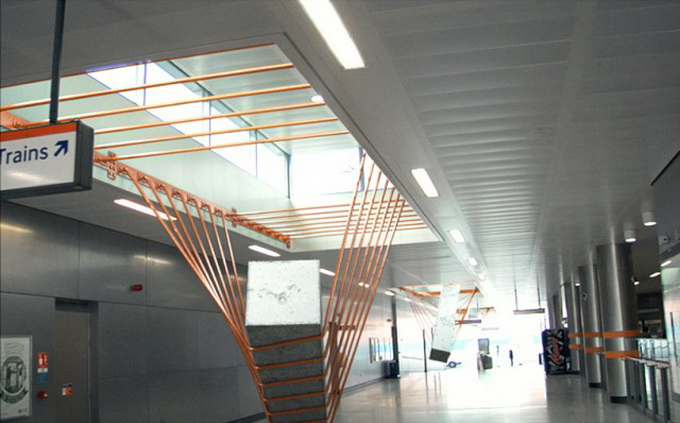 Elasticity-Installation-in-Dalston-Junction-Station1-640x_9.jpg