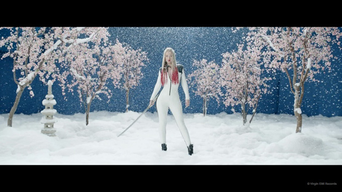 black-widow-music-video-iggy-azalea-rita-ora02.jpg