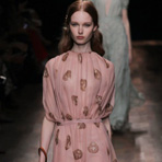 Paris Fashion Week: Valentino весна-лето 2015