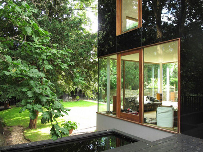 The-Black-Glass-House-by-Ian-McChesney-04-730x546.jpg