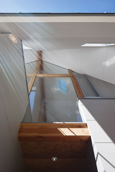 HouseAA-by-Moca-Architects_archiscene_468_4.jpg