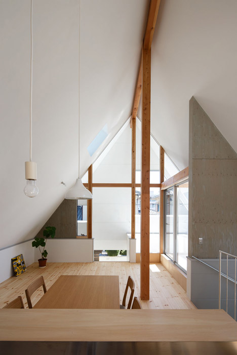 HouseAA-by-Moca-Architects_archiscene_468_8.jpg