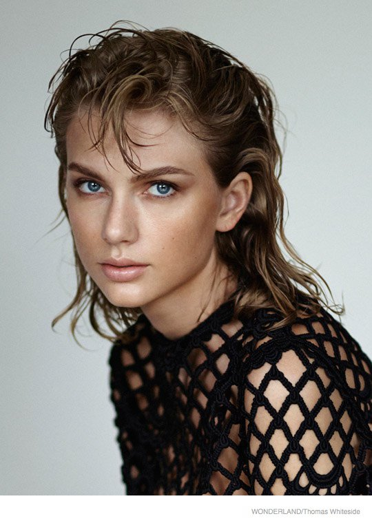 taylor-swift-wonderland-photoshoot-2014-03.jpg