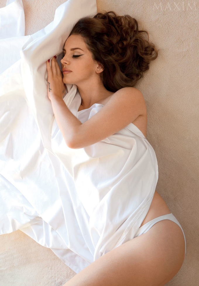 lana-del-rey-maxim-december-2014-photos02.jpg